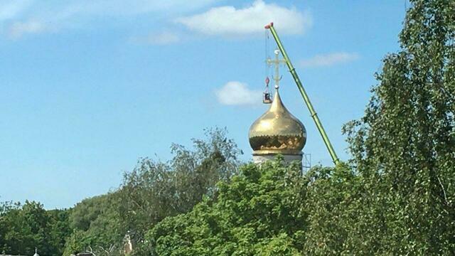В Калининграде начали устанавливать купол строящегося храма на проспекте Мира