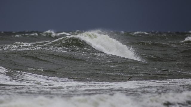 В Куршском заливе нашли затонувший куренас из Клайпеды и сумку пропавшего капитана судна