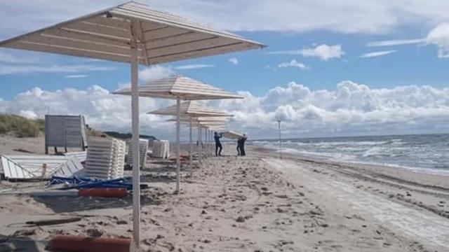 """В Янтарном приступили к восстановлению разрушенного штормом пляжа с """"Голубым флагом"""""""