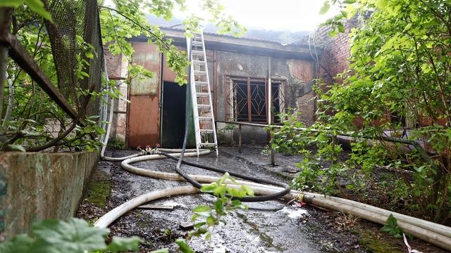 МЧС: пожар в заброшенном здании на ул. Клинической локализован