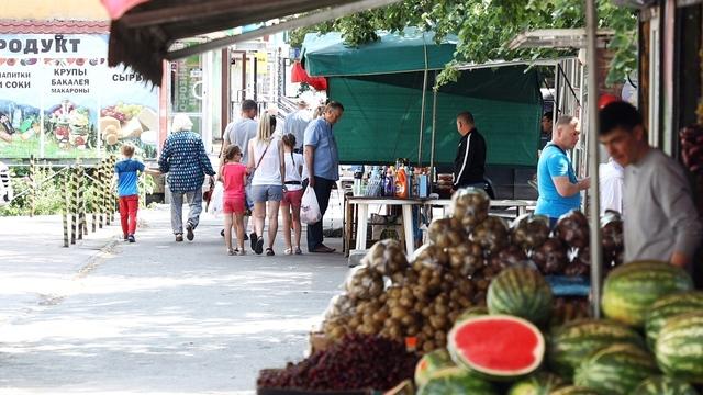 На ул. Багратиона через три дня после рейда вновь появились торговцы польской санкционкой