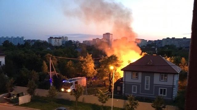 На ул. Громовой в Калининграде загорелся дачный дом (фото, видео)