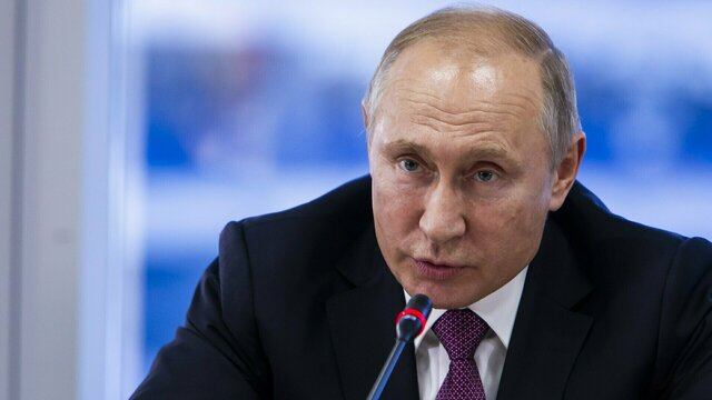 Опрос: более половины россиян после 2024 года хотели бы видеть президентом Путина
