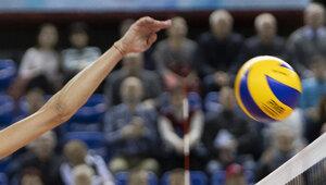 На тренера сборной России по волейболу открыли дело за скандальный жест после матча в Калининграде