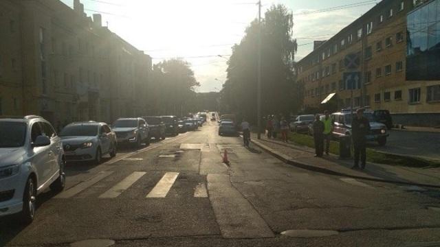 На пешеходном переходе на ул. Горького Renault сбил 47-летнюю женщину