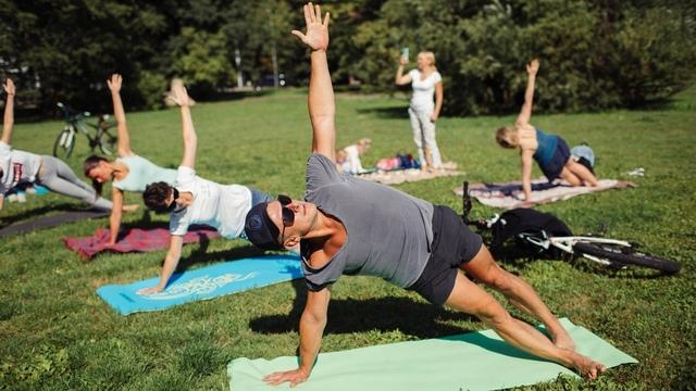 """Заключительное занятие """"Йоги в парке"""" на острове Канта проведут под живую музыку"""