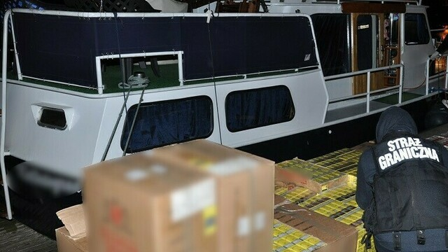 Двое калининградских яхтсменов получили срок за контрабанду янтаря и сигарет