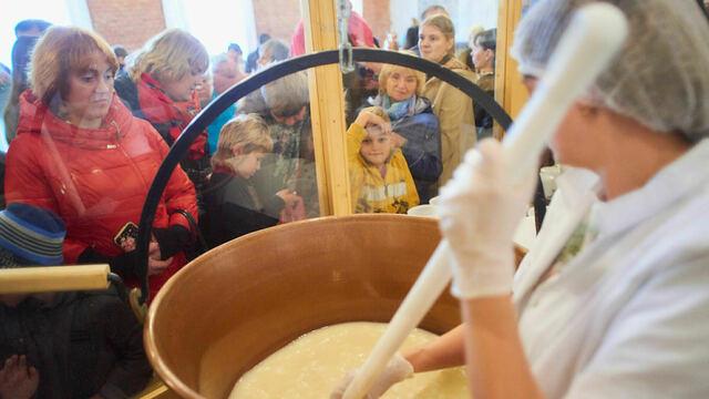 Экскурсия в сыроварню и пир в средневековом стиле: пять фишек фестиваля сыра в Немане