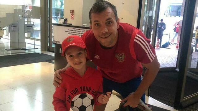 Черчесов поправил кепочку: как прошла встреча ребят из калининградской футбольной школы со сборной России (фото)