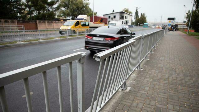 Разбитые заборы и тротуары с двух сторон: плюсы и минусы открытой две недели назад Шатурской