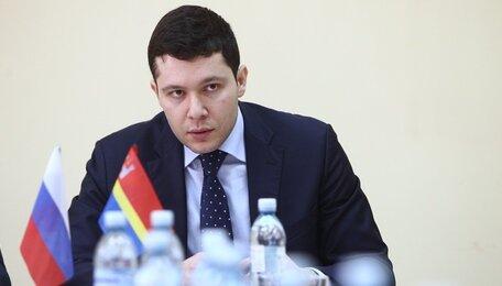 Алиханов предложил поднять зарплату губернатору и другим чиновникам
