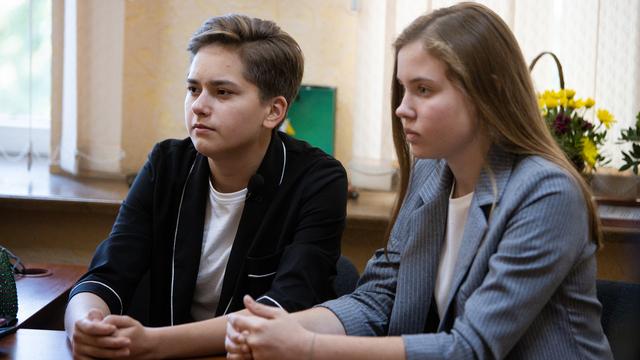 В Калининградской области две школьницы спасли полуторагодовалую девочку, которая едва не выпала из окна