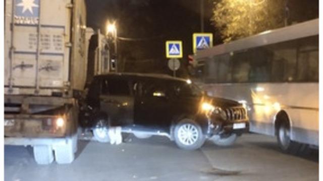 Ул. Суворова встала в двухкилометровой пробке из-за ДТП с участием четырёх машин