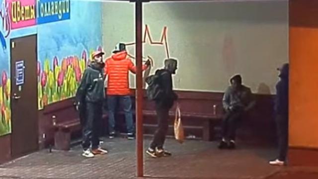 Калининградцы запустили флешмоб в поддержку граффитиста, который рисовал лису на остановке
