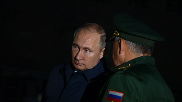 Путин и Шойгу осмотрели корвет