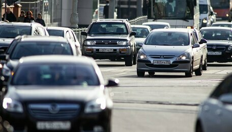 Проезд через сплошную и квадратные светофоры: какие новшества обкатают в Калининграде и что думают эксперты