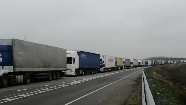 На погранпереходе в Чернышевском собралась пятикилометровая очередь из грузовиков (видео)