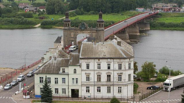 Блогер Илья Варламов прокомментировал решение снести дом у моста королевы Луизы в Советске