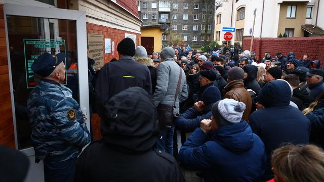В Калининграде места в очереди за справкой на права продают по 1 500 рублей