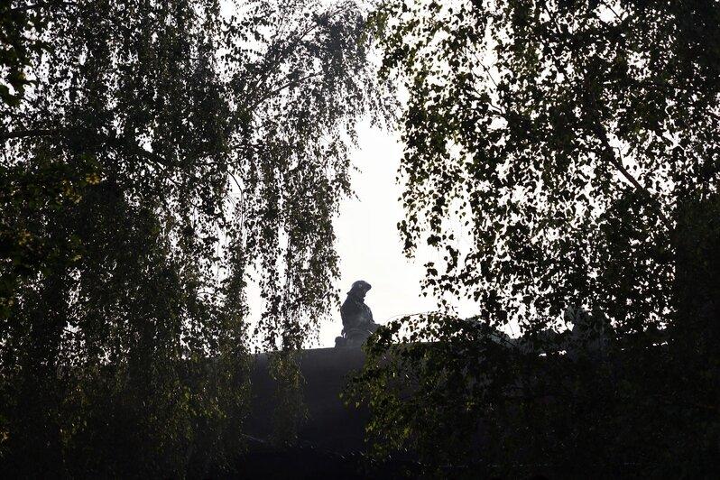 На Нижнем озере горит заброшенное здание у бывшего ликёроводочного завода (фото, видео) - Новости Калининграда | Фото: Александр Подгорчук / Клопс