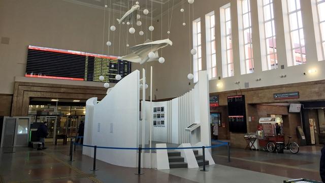 На Южном вокзале готовят к открытию инсталляцию от Третьяковской галереи