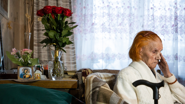 Пережила блокаду и восстанавливала Калининград: на доме столетнего ветерана установили памятную табличку