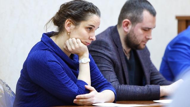 Обвиняемая в убийстве новорожденного Элина Сушкевич в зале суда