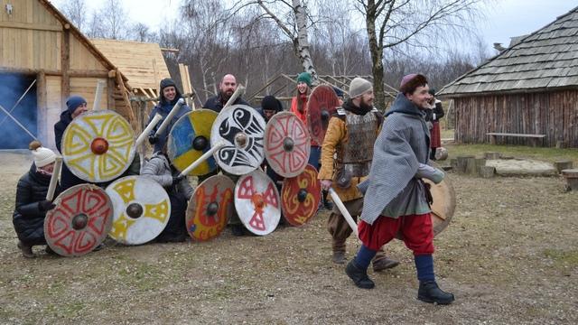 Стрельба из лука и средневековые танцы: в деревне викингов