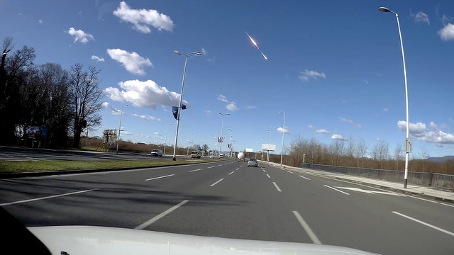 В Хорватии сняли на видео взрыв метеорита в небе над городом