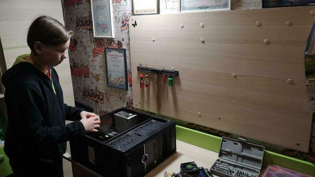 Тринадцатилетний школьник из Советска дарит нуждающимся самодельные компьютеры