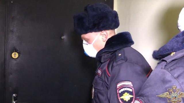Как калининградские полицейские проверяют изолированных из-за коронавируса (видео)
