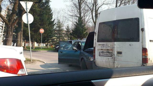 На ул. Невского из-за тройного ДТП собралась пробка (фото)