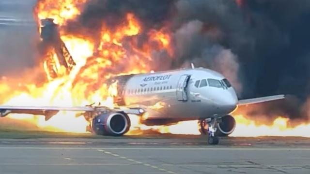 СК опубликовал видео катастрофы Superjet 100 в Шереметьево 2019 года
