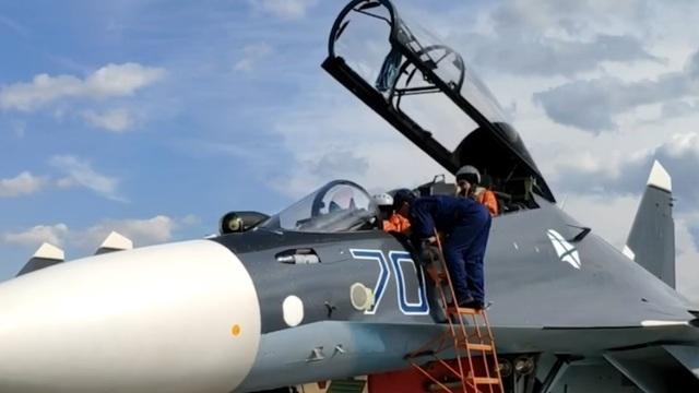Балтфлот опубликовал видео первой репетиции выступления военной авиации на Параде Победы