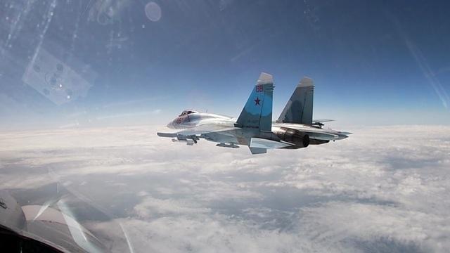 Как российские Су-27 отогнали польский истребитель, сопровождавший два бомбардировщика над Балтикой (видео)