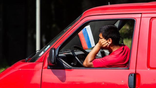 Продажи новых автомобилей на российском рынке за год упали на 64%