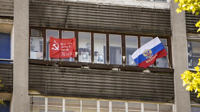 Калининградцы в самоизоляции выставили в окнах портреты фронтовиков (фоторепортаж)