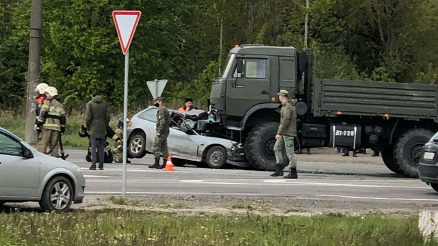 Очевидцы сообщили о ДТП с пострадавшими на перекрёстке Емельянова и Энергетиков (фото)