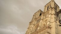 Во Франции открыли площадь перед собором Парижской Богоматери