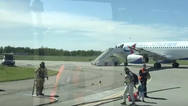 Появилось видео с места столкновения калининградского самолёта в Пулково