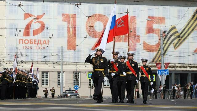 В Калининграде прошёл парад Победы: фоторепортаж