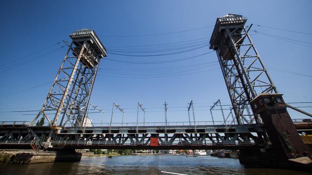 Снос двухъярусного моста в Калининграде: за и против