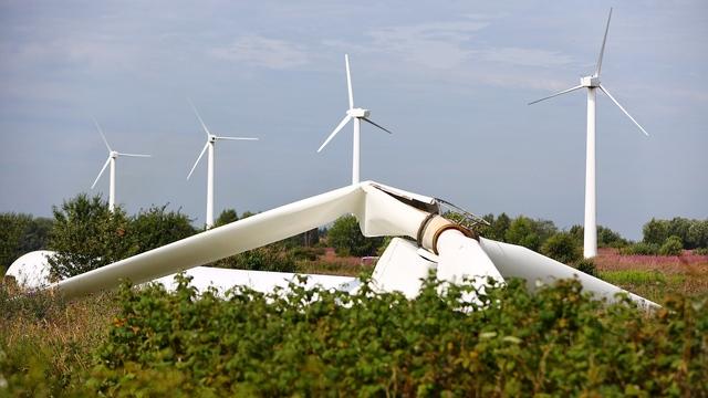 Как в Куликово демонтируют ветряки (фоторепортаж)