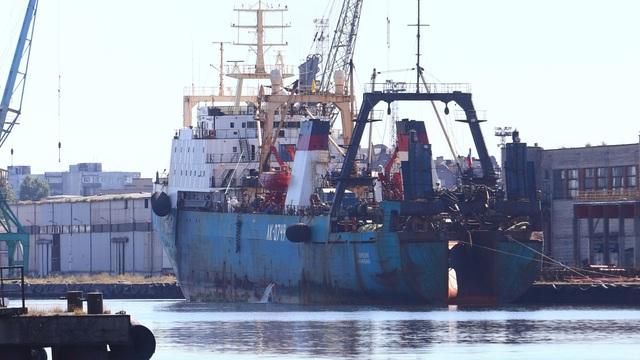 Подозрительное судно: что известно о траулере