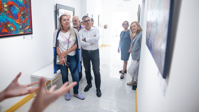 Как бизнесмены поддерживают молодых калининградских художников