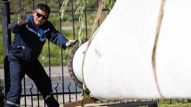 В Музее Мирового океана выставили лопасть демонтированного в Куликово ветряка (фото)