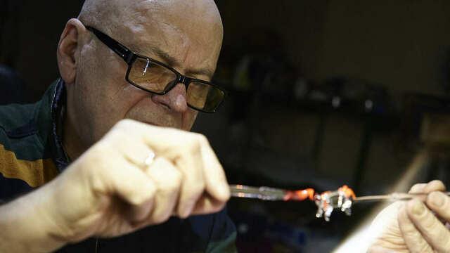 Калининградский стеклодув создал серию работ в честь врачей, борющихся с коронавирусом