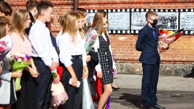 День знаний в пандемию: как в Калининграде прошли школьные линейки (фоторепортаж)