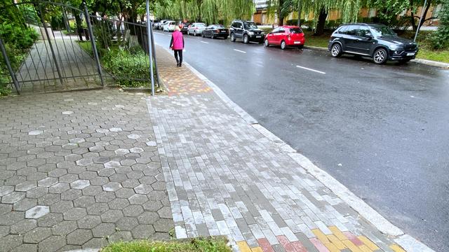 Новые тротуары и прежние знаки: как изменилась Клиническая после ремонта (фоторепортаж)