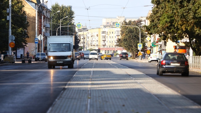 Нет разметки и знаков: как выглядит улица Багратиона, которую не успели сдать в срок (фоторепортаж)